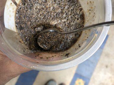 Sabão caseiro com borras de café.